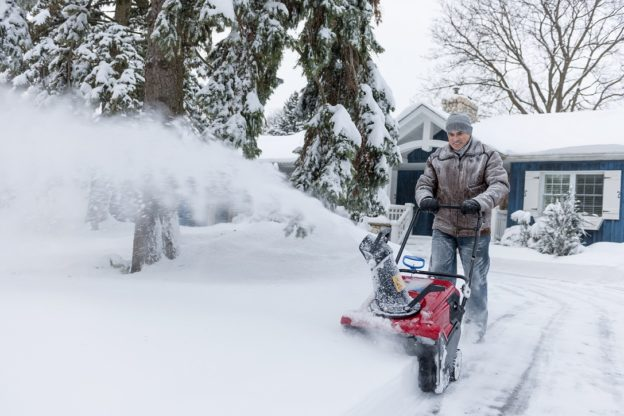 3 Reasons to Buy A Snow Blower
